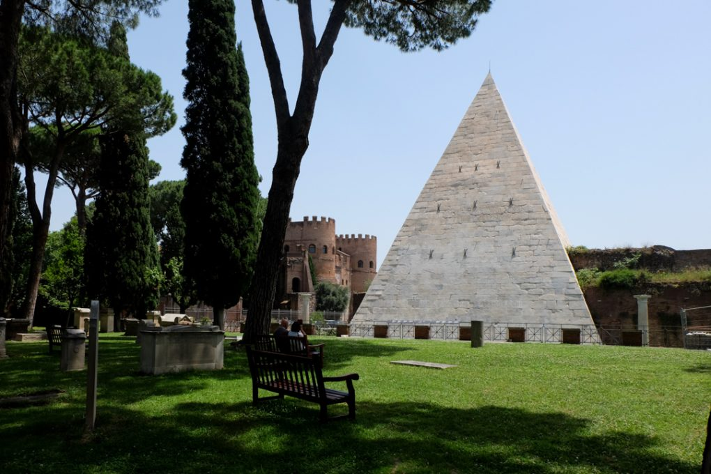 pyramid-with-ostiense-museum-in-back-2